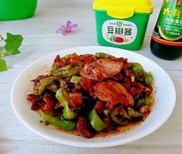 青椒干煸五花肉,香而不腻超下饭的做法