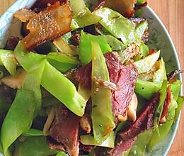 青笋和腊肉|这样炒一顿吃两碗的做法