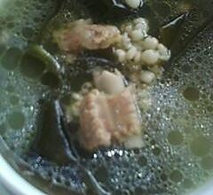 海带薏米排骨汤--美丽厨娘的做法