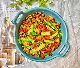 秘!!肥肠这样炒才够味,2斤不够吃,脆嫩又鲜香的芹菜爆炒肥肠的做法