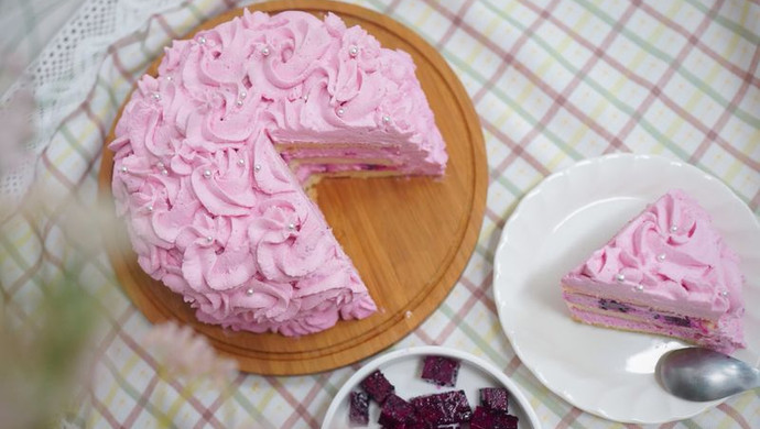 粉紫色的恋人--红心火龙果奶油蛋糕