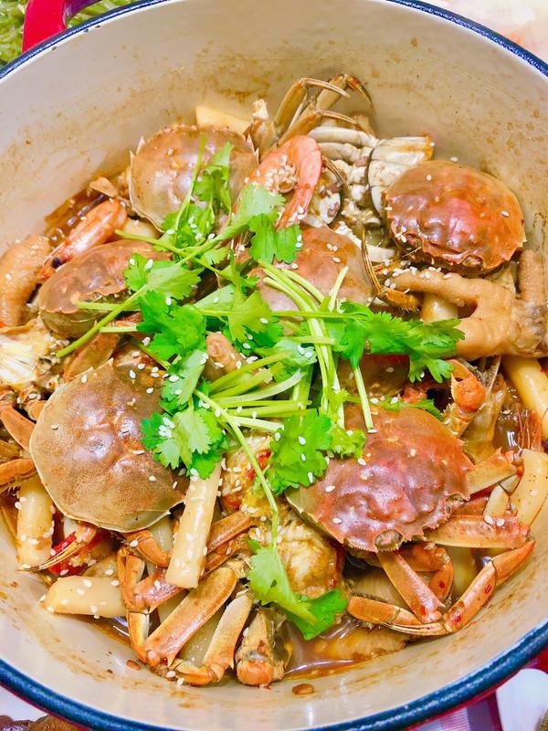 吮指肉蟹煲的做法