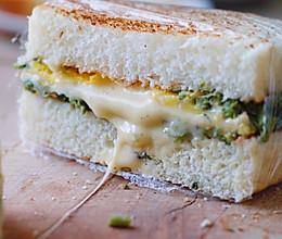#餐桌上的春日限定#香椿芝士三明治