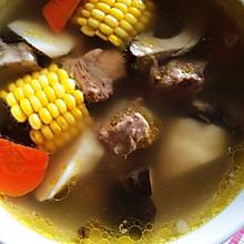 排骨 玉米 胡萝卜 香菇  山药汤