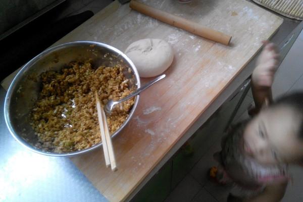 宝宝的营养饺子-虾仁胡萝卜木耳菠菜豆腐的做法