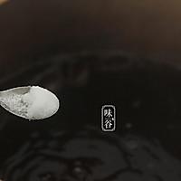 (滋阴补肾)黑豆杜仲猪尾汤的做法图解6