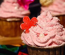 """#美食说出""""新年好""""#红色纸杯蛋糕:送你一朵小红花~的做法"""