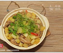 土豆鸡煲:田园风味的家常菜的做法