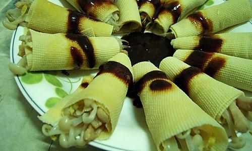 金针菇豆皮卷的做法