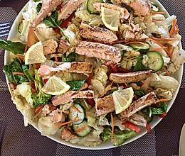 清清爽爽的Teriyaki 三文鱼沙拉,午餐就这么容易搞定的做法