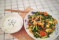 家常菜,这么做蒜苔炒鸡蛋,孩子能吃两碗饭的做法