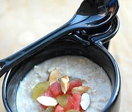 5分钟的降低胆固醇且减肥食谱——水果燕麦冰粥的做法