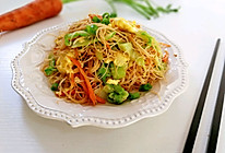 #母亲节,给妈妈做道菜#时蔬鸡蛋炒米粉的做法