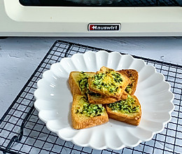 葱蒜烤面包片的做法