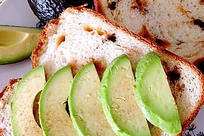 太妃糖卷土司配牛油果的三种吃法