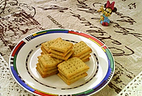 #硬核菜谱制作人##金龙鱼精英烘焙大赛阿狗战队#全麦苏打饼干的做法