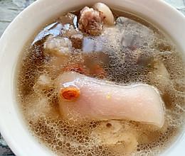 猪脚莲藕汤的做法