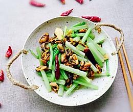 #肉食者联盟#淡菜干炒香芹的做法