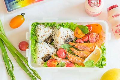 海盐柠檬虾配藜麦饭团