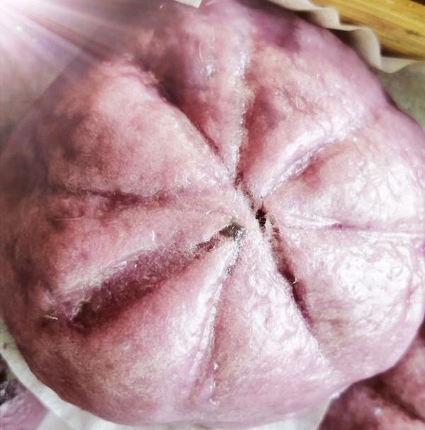 芝麻花生馅紫薯包