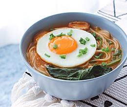 番茄香菇菠菜鸡蛋面的做法