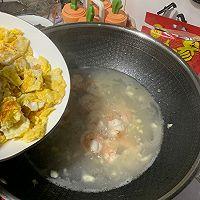 虾仁煎蛋裙带菜豆腐汤的做法图解5