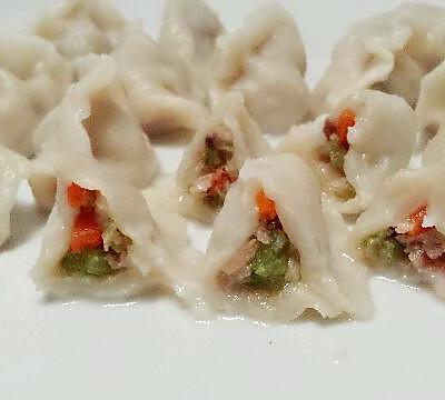 美味芹菜饺子或芹菜香菇红萝卜饺子