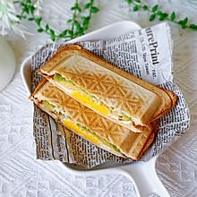 #我们约饭吧#牛油果鸡蛋三明治