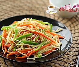 青椒胡萝卜炒金针菇的做法