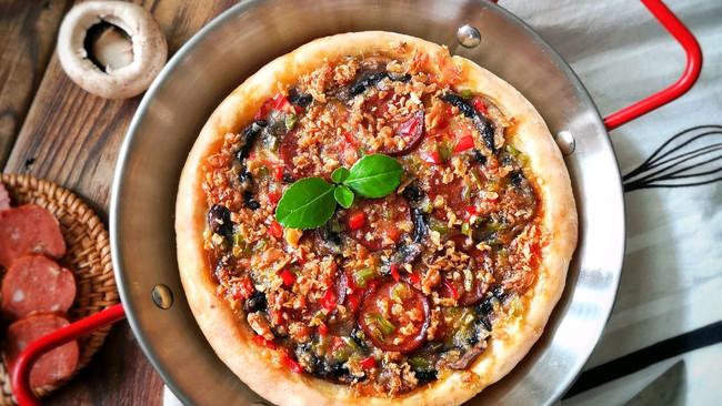 在家自己动手做出美味的红肠蘑菇披萨#我为奥运出食力#的做法