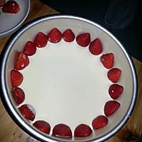 榴莲草莓芝士慕斯蛋糕的做法图解2