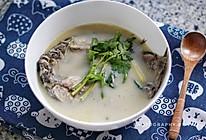 鲫鱼汤-如何不加牛奶做出一碗香浓的鲫鱼汤的做法