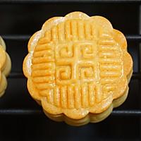 无糖蛋黄月饼#金龙鱼外婆乡小菜籽油 外婆的时光机#的做法图解16