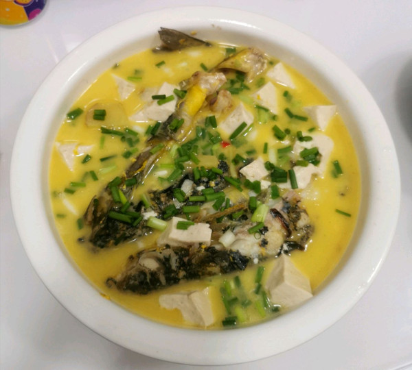 黄骨鱼炖豆腐吃的渣都不剩的做法