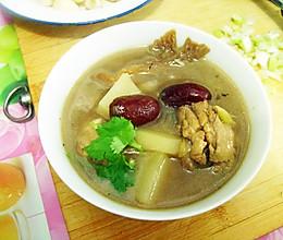 土豆蘑菇炖鸡肉滋补汤...貌似是下奶的汤吧 :》的做法
