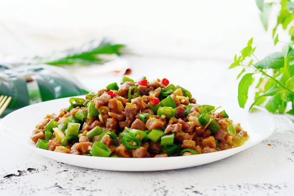 小炒牛肉粒—下饭菜的做法