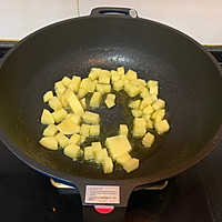 #味达美名厨福气汁,新春添口福#酱汁浓郁土豆火腿焖面的做法图解1