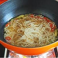 香辣酸汤肥牛米线的做法图解3