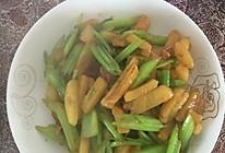 芹菜炒土豆棒的做法