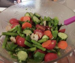 芦笋虾仁蔬菜沙拉的做法