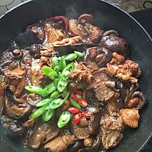 干香菇炖鸡肉