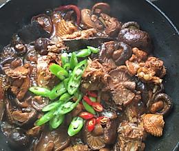 干香菇炖鸡肉的做法