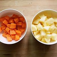 【减肥果蔬汁】胡萝卜苹果汁的做法图解2