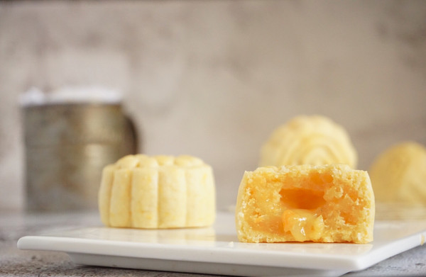 仿香港美心流心奶黄月饼的做法