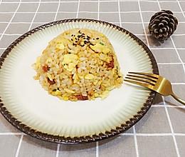 腊肠胡萝卜炒饭的做法