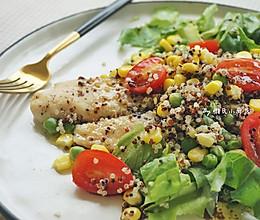 巴沙鱼藜麦蔬菜沙拉的做法