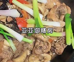 """#美食说出""""新年好""""#鲜掉眉毛的杂菌菇黑木耳鸡煲的做法"""