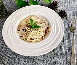 餐厅美食~奶油培根菌菇意面的做法