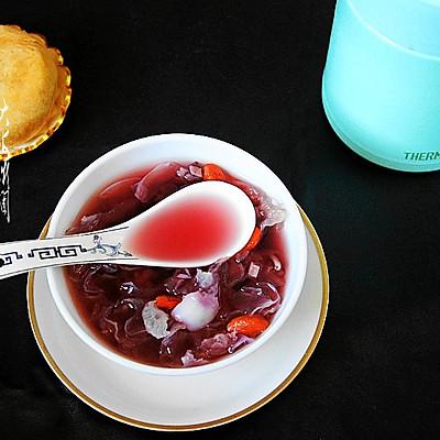 焖一杯紫薯百合银耳甜汤