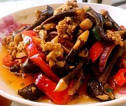 黑鸡枞炒肉的做法